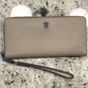 Tory Burch wallet / wristlet Great Shape!